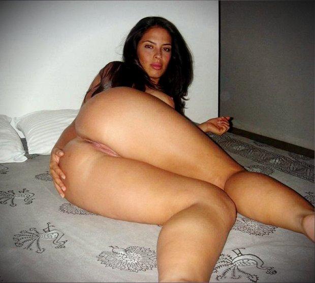 Le beau cul de Malia la jolie blonde arabe nue